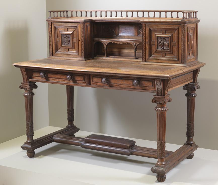 photo of the Grinnell Desk