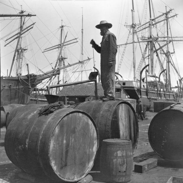 Learn_Reserach Topics_Whaling HIstory_Yankee Whaling Expo_2000.100.86.75